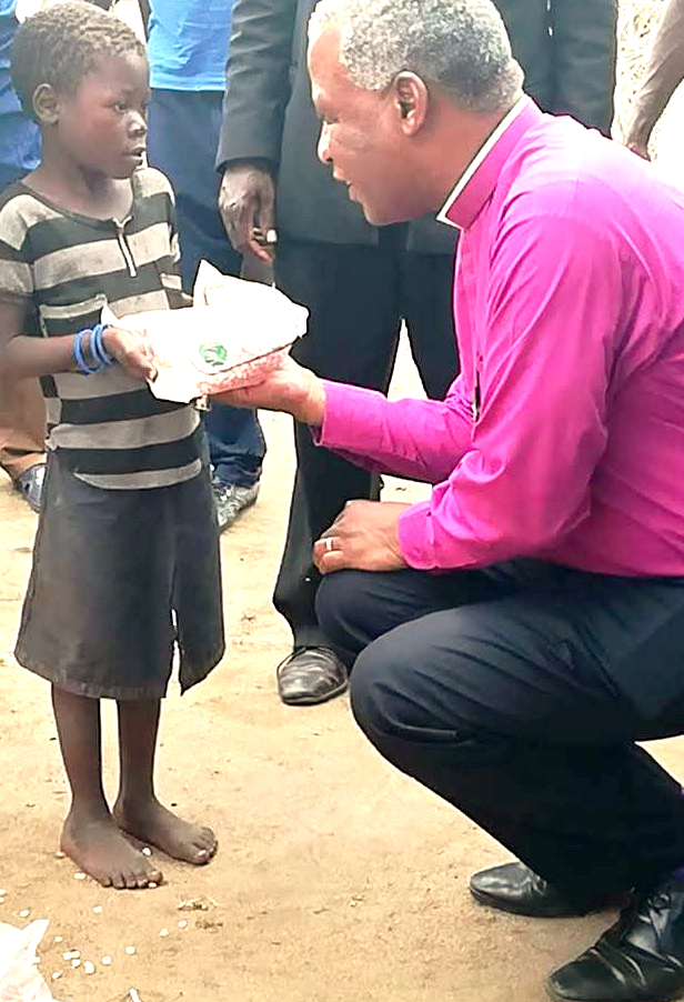 Archbishop Thabo distributes seeds to those in need
